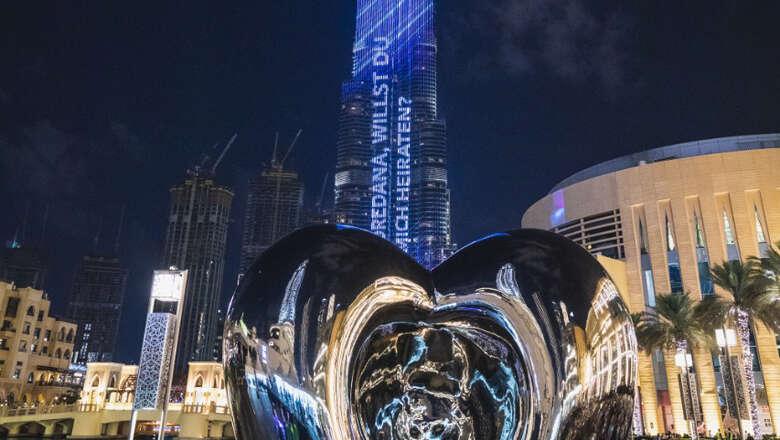 burj khalifa, propose, proposes, girlfriend, burj khalifa, dubai, led panel, nye 2020, new year, newy year 2020