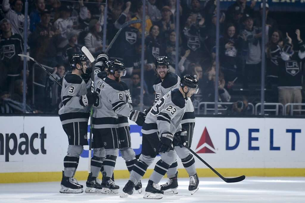 Kings cool Jets November roll with 2-1 win