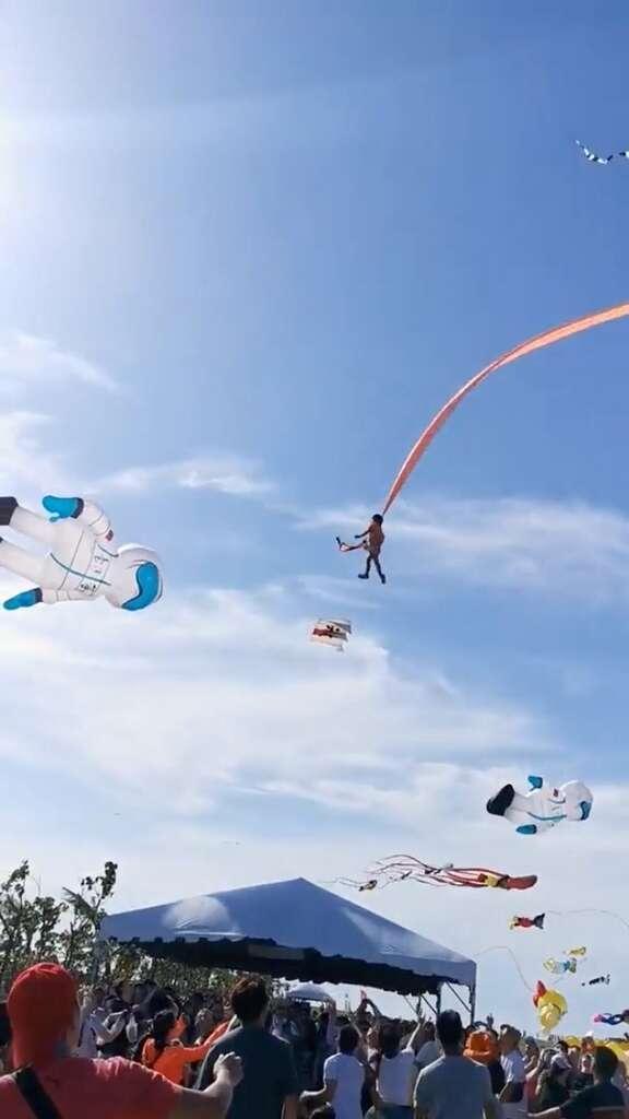 three-year-old, girl, entangled, tail, giant, kite, taiwan, kite, festival