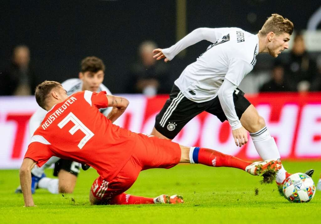 Germany ease past Russia