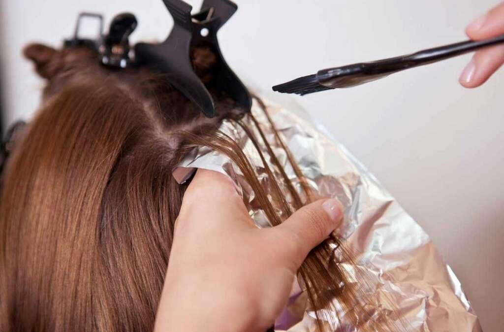 Woman, face, swells, twice, normal size, hair dye,