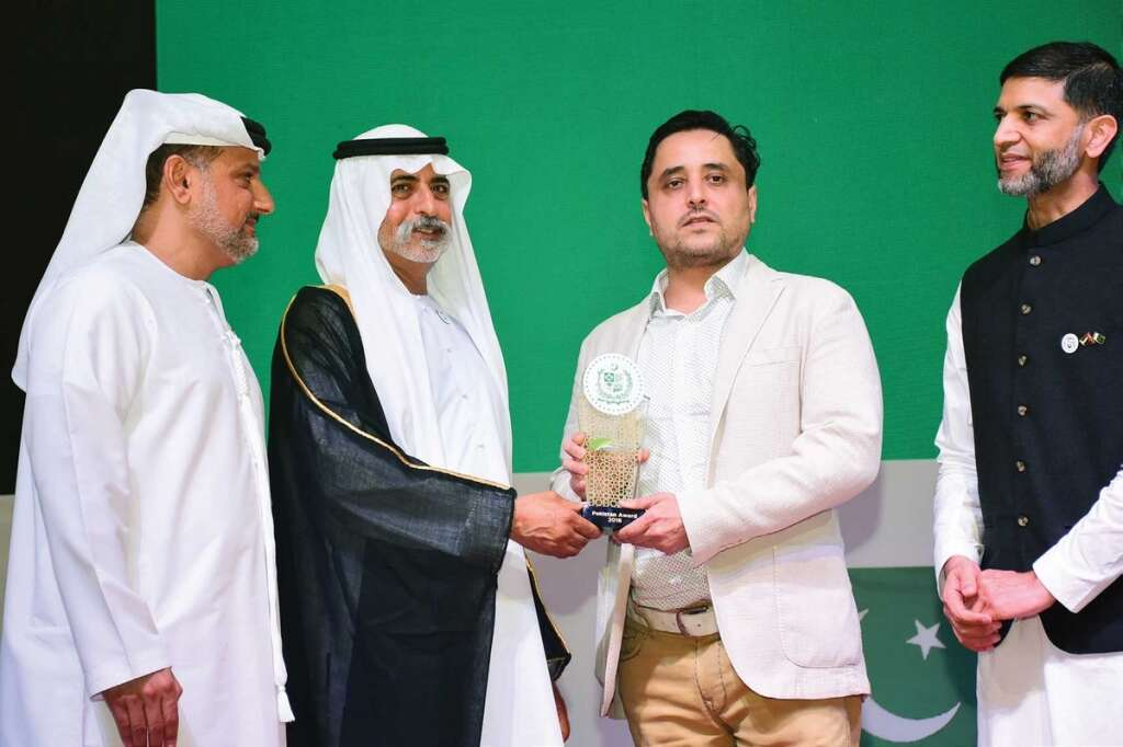 Suhail Galadari of Khaleej Times being felicitated at the event. - Photo by Dhes Handumon, Shihab