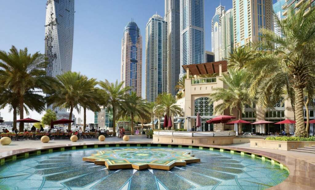 Where do the richest people in Dubai live?