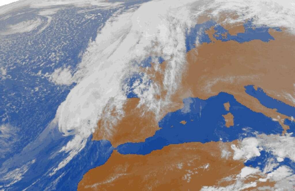 Cyclone Leslie slams into Portugal, leaves 27 injured
