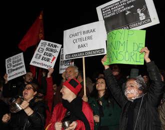 Turkish police break up violent Internet protest