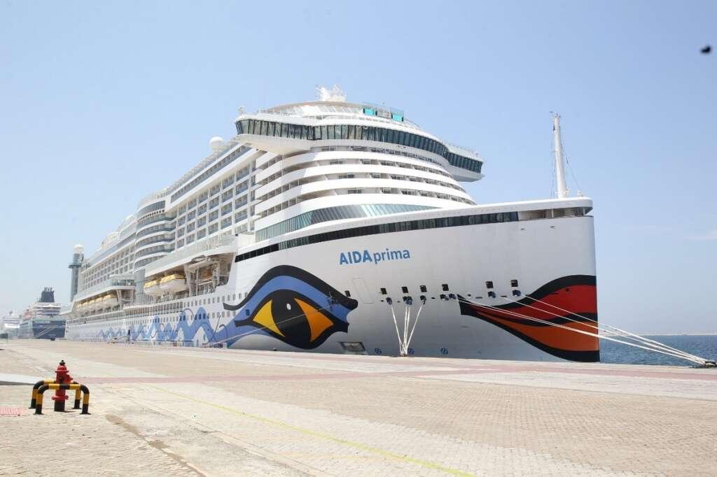 Combating, covid19, coronavirus, Dubai, hosts, 13 stranded cruise liners, repatriate, 39,000 people,
