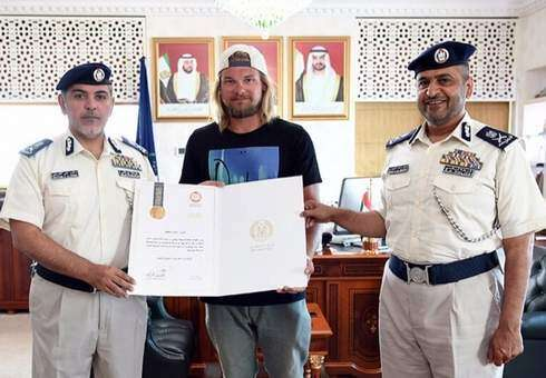 Emirati crashes car into sea, expat dives into water to rescue him