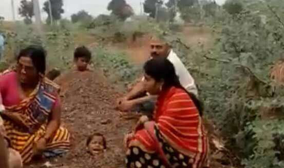 Video, Children, buried, cow dung, during, eclipse, illnesses,