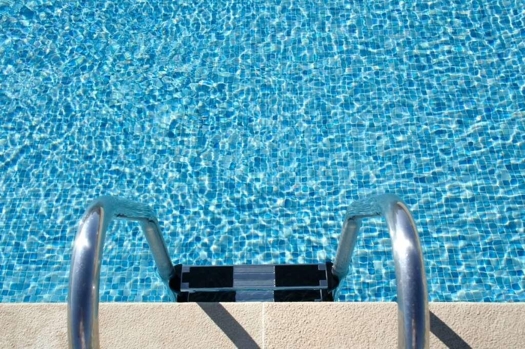 swimming pool, Sharjah, Al Majaz, man dies in hotel pool