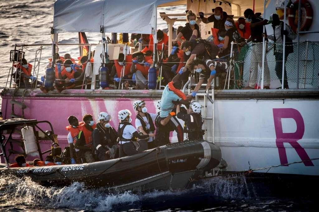 migrants, Banksy, Rome, 49, 219, boat