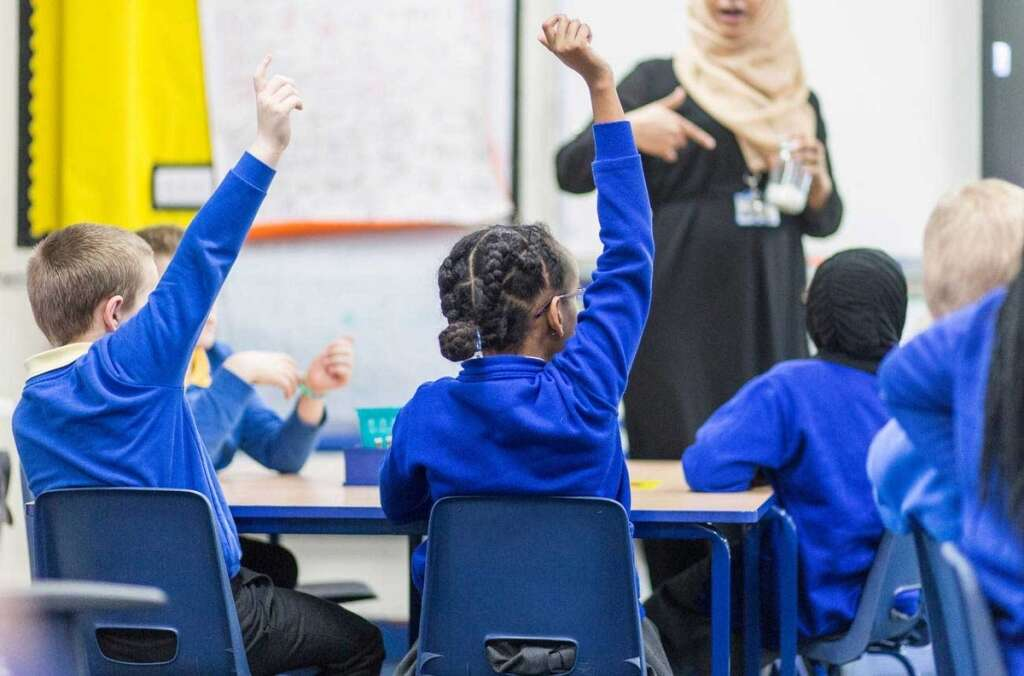 UAE, schools, refusing, students, seats, Minister, responds