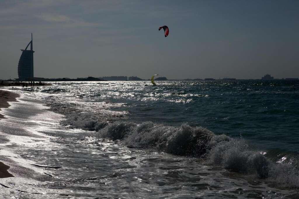 Beware of 10ft waves, very rough seas off UAE