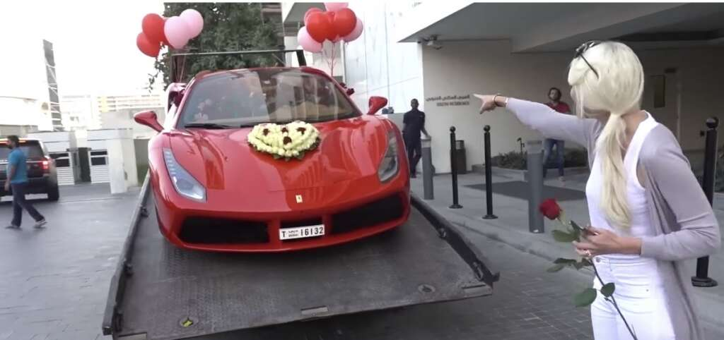 Video Dubai Expat Gets 1000 Roses Ferrari For Valentine S Day