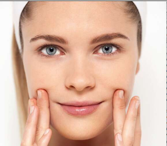 How aloe vera gel and tea tree oil can come to the rescue of