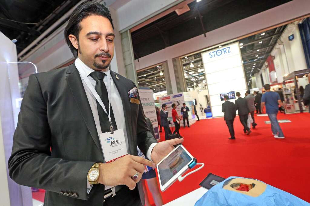 Doctors in UAE use iPads to treat wounds
