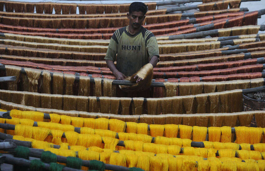 Pakistans textile industry goes on war path, as exports shrink