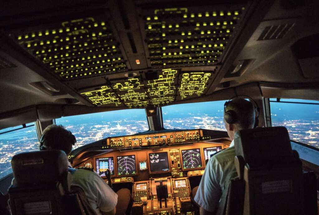 UAE regulator, seeks, verify credentials, Pakistani pilots