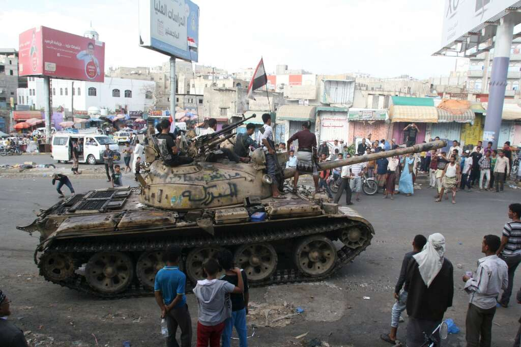 Hadis soldiers capture major entrance to Taiz