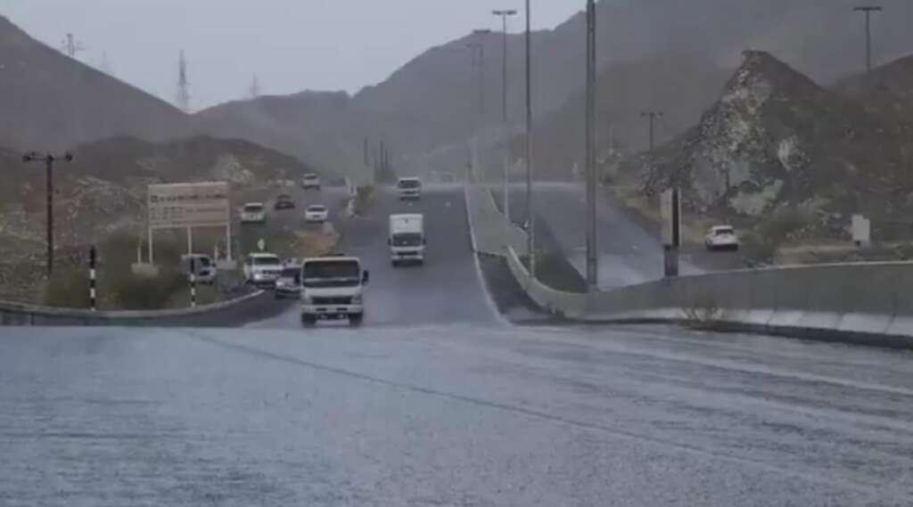 Flash showers, thunder and lightning, Ras Al Khaimah