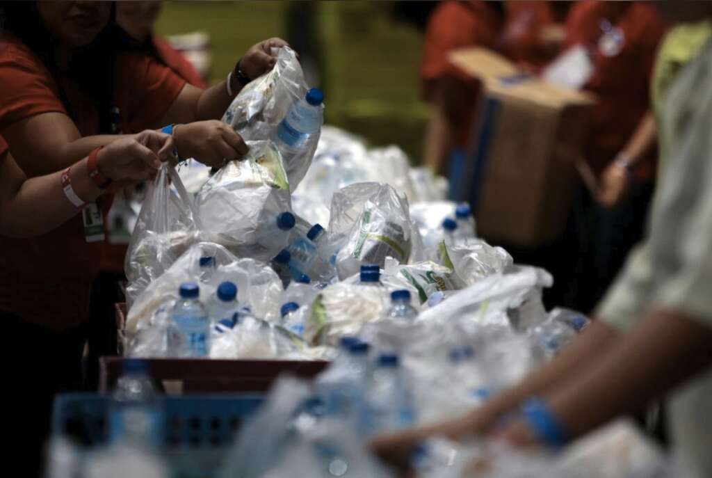 single use plastic, plastic, supermarkets, go green, hypermarkets