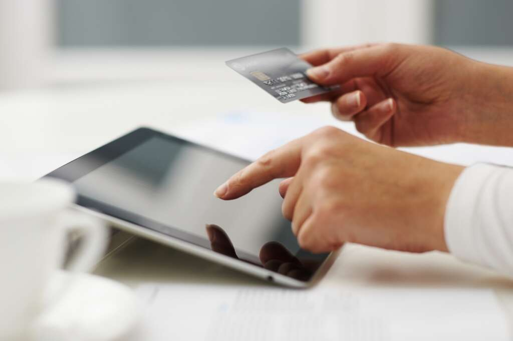 Online shopping clicks in the UAE