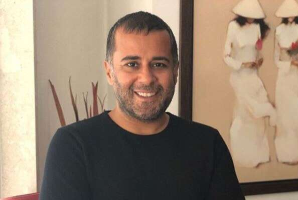 Chetan Bhagat apologises to woman after WhatsApp chat leaks