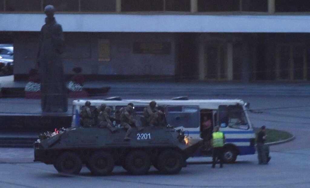 Siege, bus, 13 passengers, armed, man, hostages, freed, Ukrainian police, Lutsk