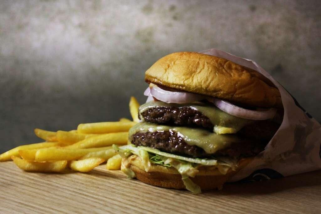 Dubai's 5 best new burgers (https://images.khaleejtimes.com/storyimage/KT/20200811/ARTICLE/200819717/H3/0/H3-200819717.jpg&MaxW=300&NCS_modified=20200812080618