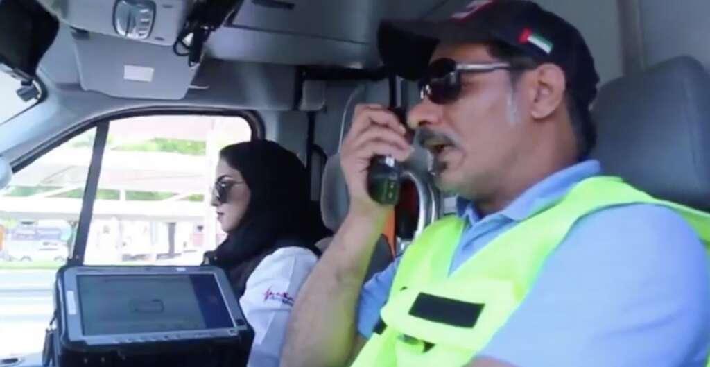 dubai motorists, emergency vehicle, alerts, car radio, dubai, give way
