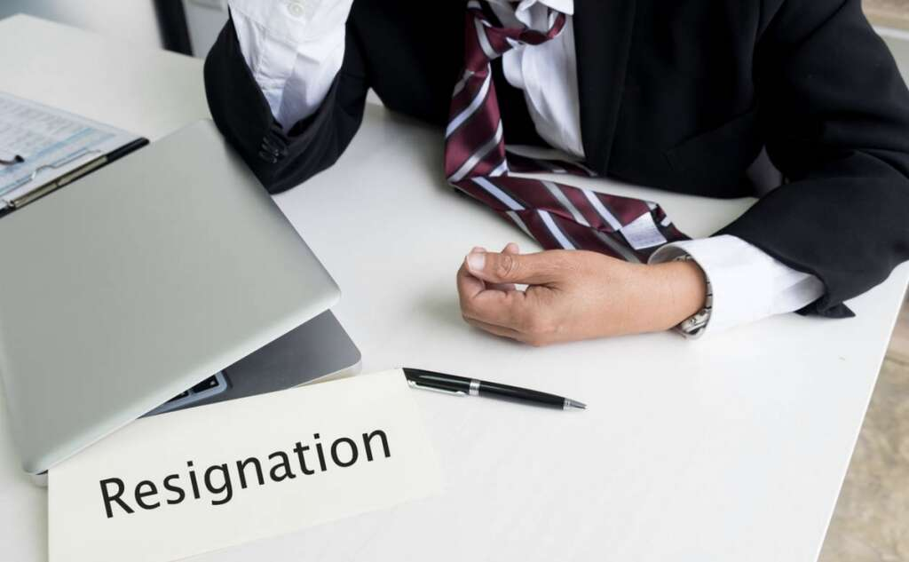 Legal view, ban, resignation, boss, fails, fulfill, contract terms, UAE
