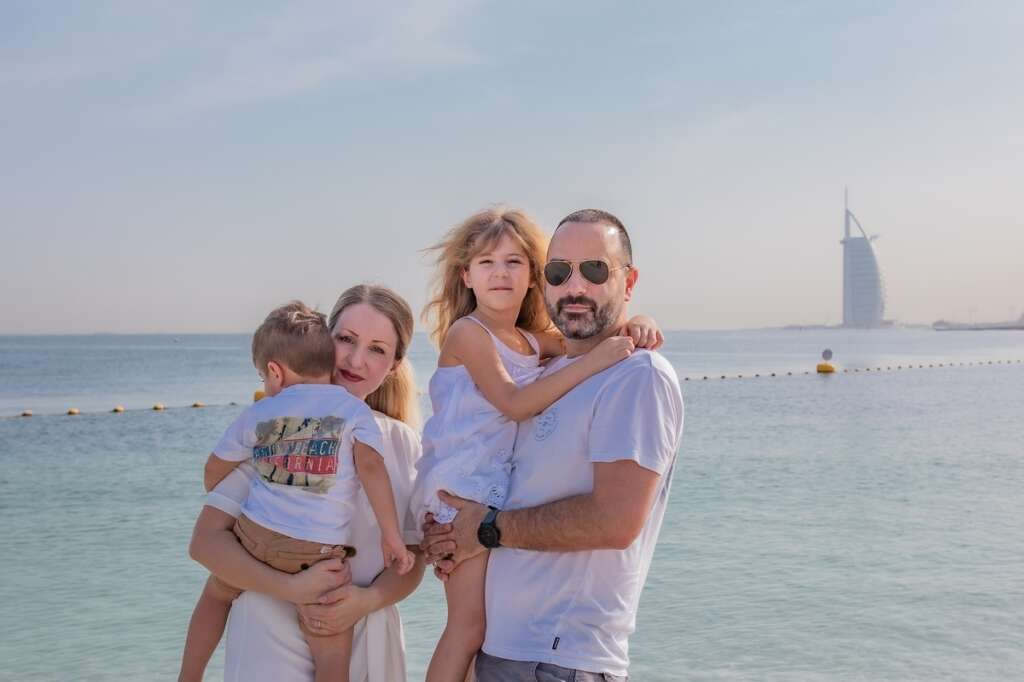 Dubai photographer takes free farewell portraits for unemployed leaving UAE (https://images.khaleejtimes.com/storyimage/KT/20200622/ARTICLE/200629614/H4/0/H4-200629614.jpg&MaxW=300&NCS_modified=20200702094939
