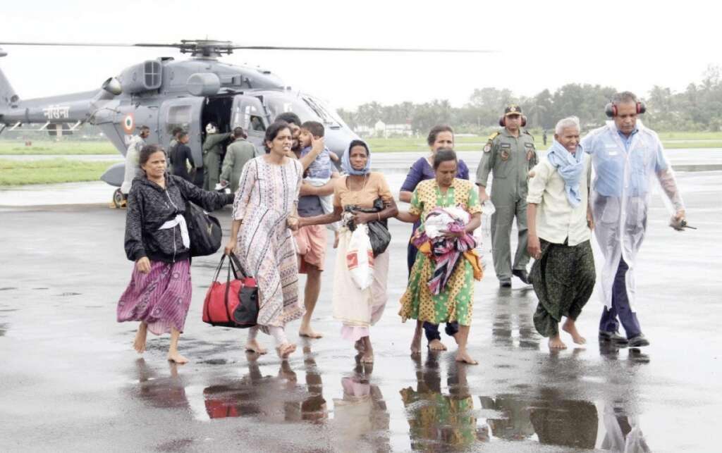 Kerala floods: 800,000 displaced, fears of disease in camps