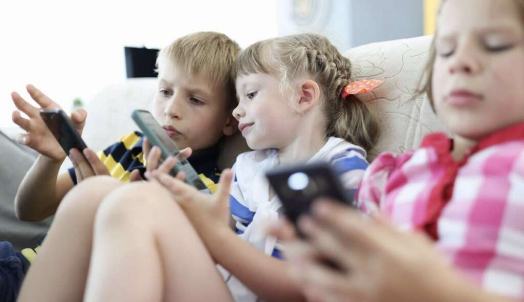 KT debate, smartphone, toddlers, children, parents, toy,