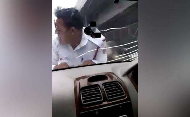 traffic cops, Man drags traffic cop, car bonnet