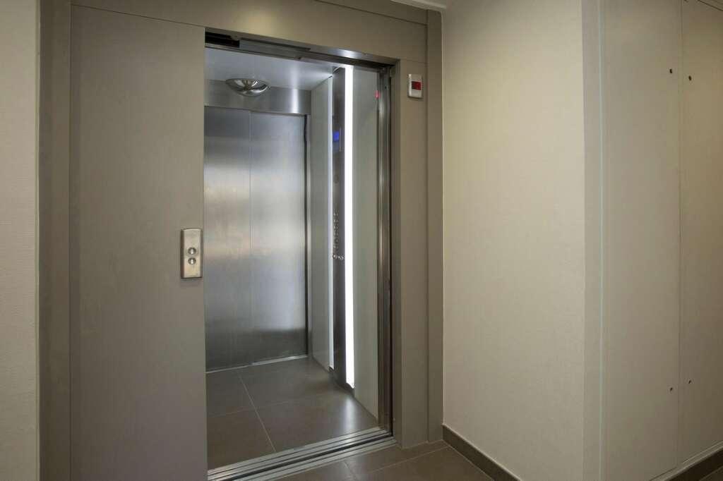 apartment lift, accident, India, Hyderabad