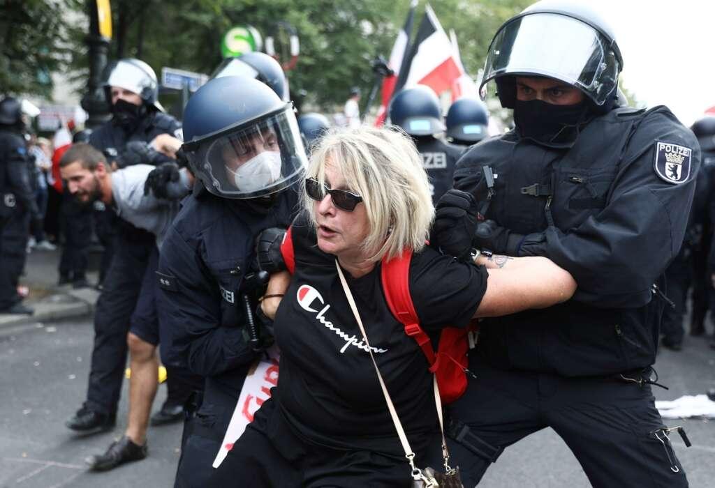 German police,  Berlin march, masks