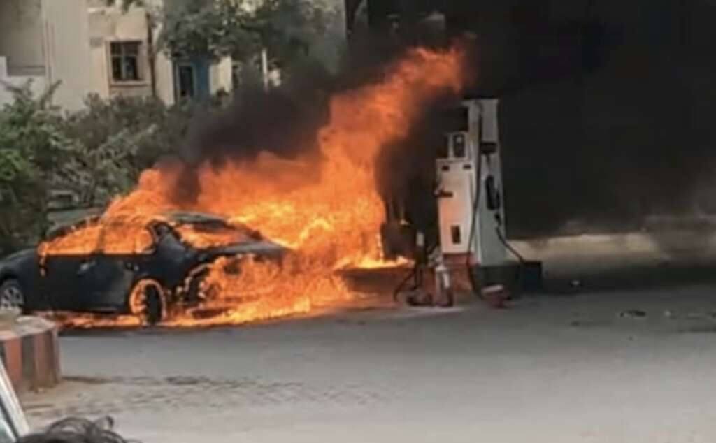 Car, Hyderabad, fire