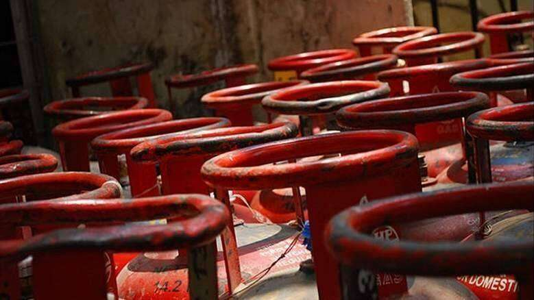 worker, caught, gas cylinders, permit, dubai, without permit, no permit
