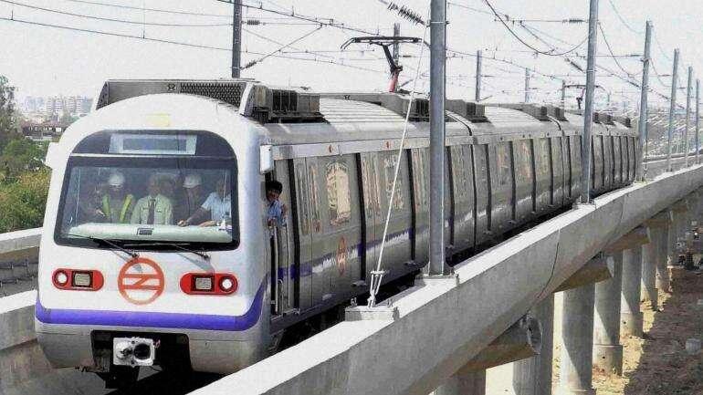 delhi metro suicide