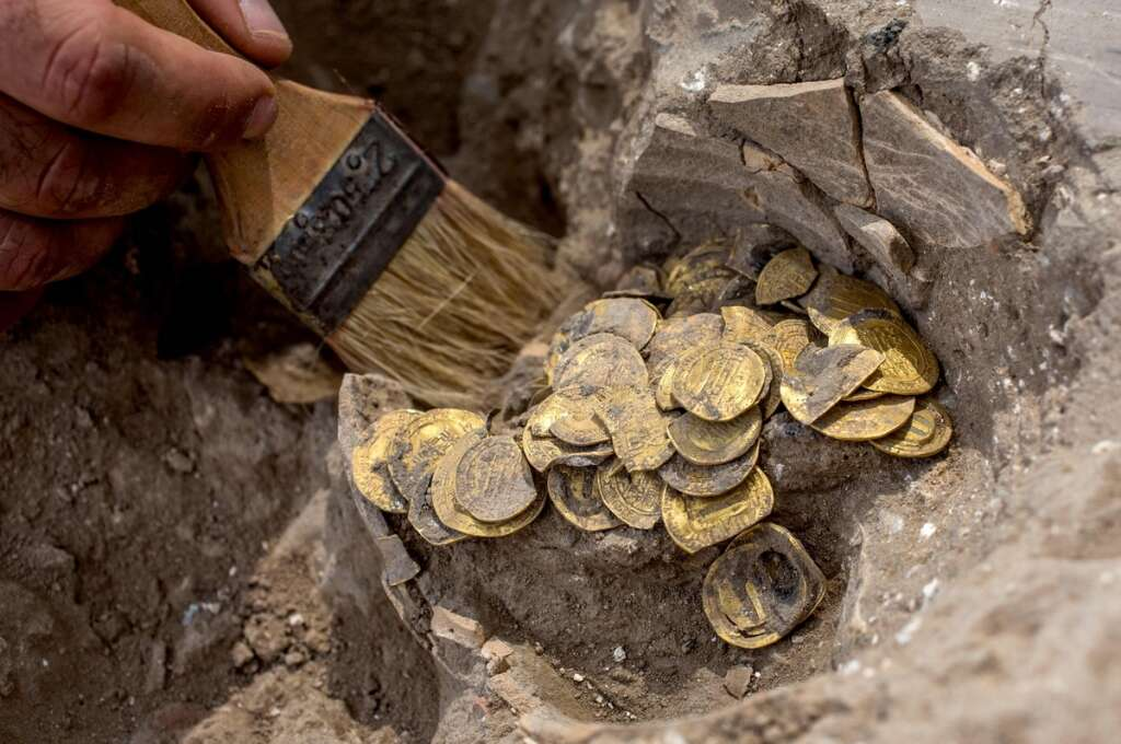 archaeologists, gold coins, Israel
