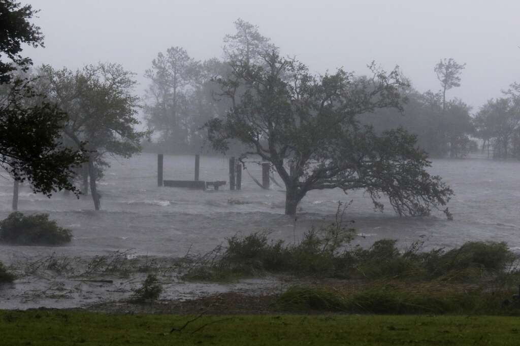 Hurricane Florence rolls ashore in Carolinas, tears buildings apart