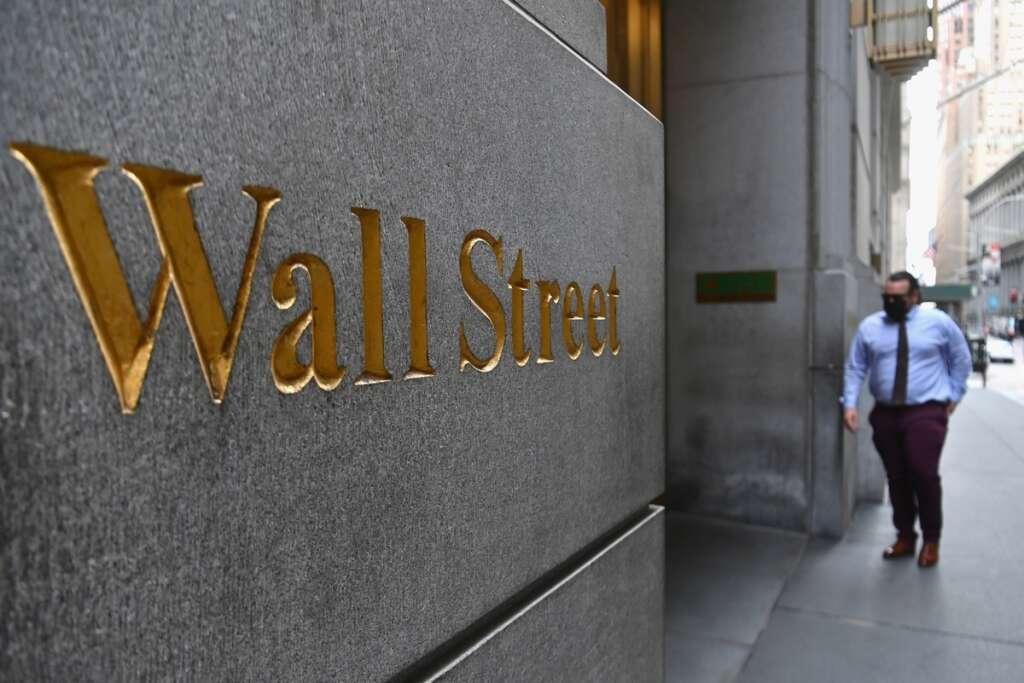 Wall street, tech, sell-off, continues, stocks, shares, nasdaq