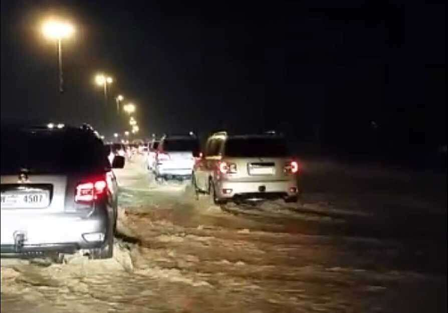 1.71m, 1,715,000 gallons, gallons, rainwater, drained, Ras Al Khaimah, roads, 240 emergency, reports