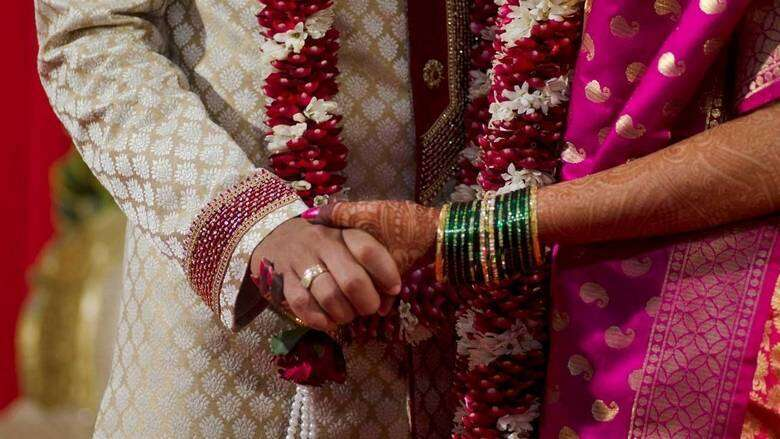 Wedding band, Wedding party restrictions