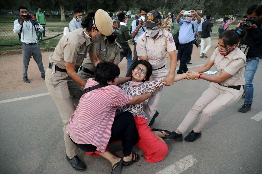 indian police, gang rape, victim, uttar pradesh, india, cremation