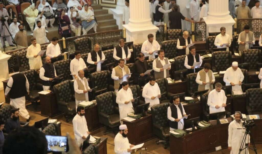 Pakistans newly-elected parliament begins; 329 members take oath