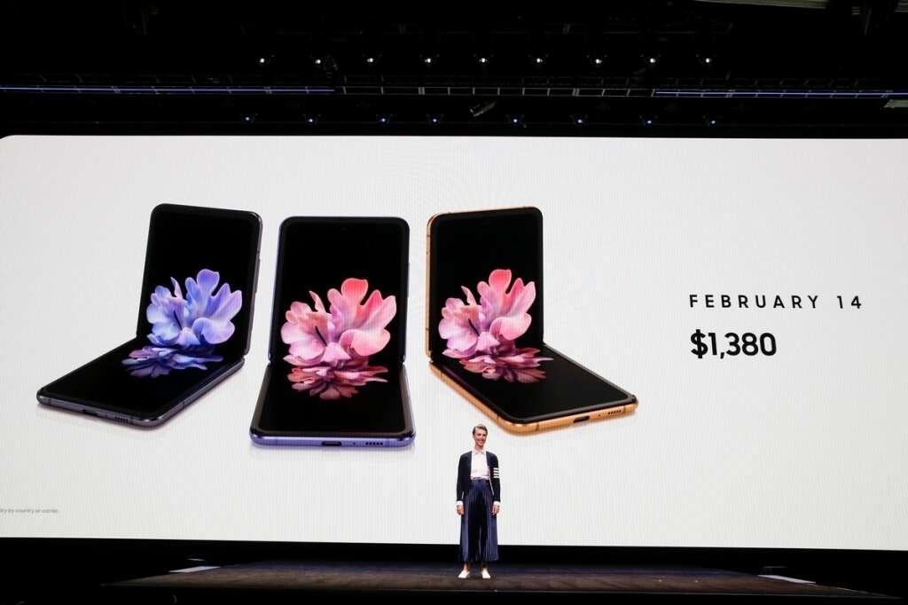 Samsung, unveils, foldable, Galaxy Z phone, Apple design