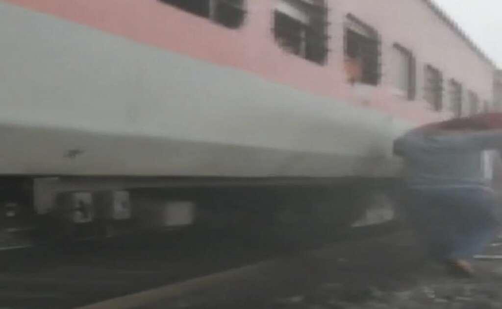 India, Lokmanya Tilak Express, Salagoan, Passengers train