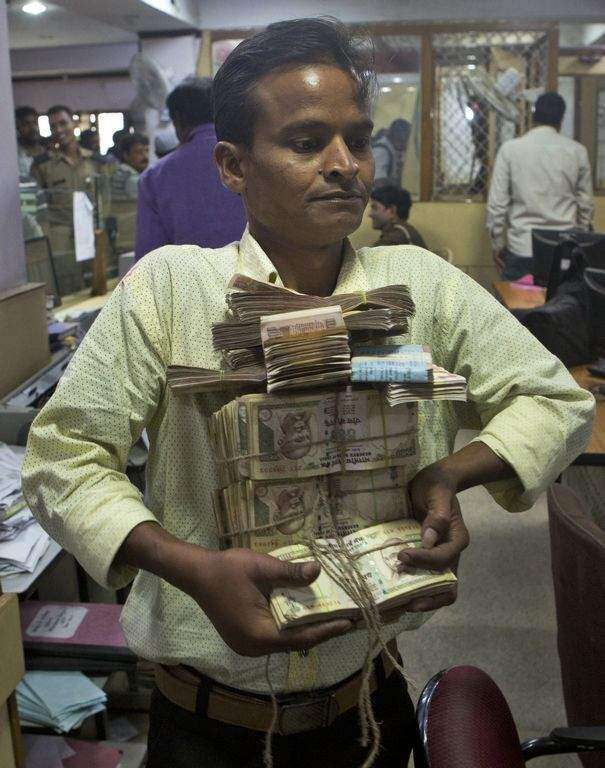Demonetisation: Last day to deposit scrapped notes or face jail in India