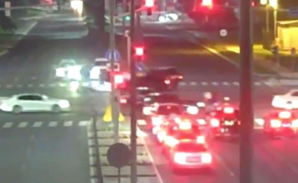 abu dhabi police, jumping red light, traffic points, traffic lights